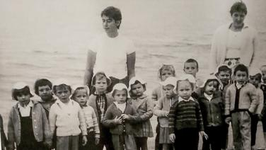 Ein altes Foto von Kindern und Erziehern in einem Kurheim. | privat