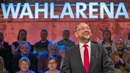 Martin Schulz bei der Wahlarena in Lübeck © dpa Fotograf: Jens Büttner