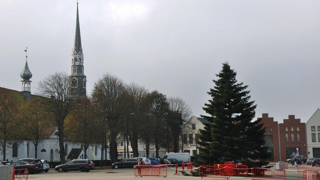sieben wochen vorher heides weihnachtsbaum steht nachrichten schleswig holstein. Black Bedroom Furniture Sets. Home Design Ideas