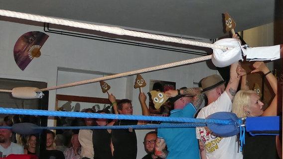 Kult In Kiel Wrestling Im Hinterhof Ndr De Nachrichten
