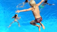 Sommer, Sonne - und unbeaufsichtigte Kinder im Freibad