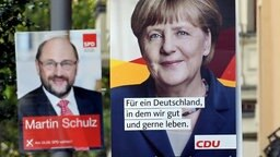 Wahlplakate für die Bundestagswahl am 24. September von CDU mit Spitzenkandidatin und Bundeskanzlerin Angela Merkel (r.) und SPD mit Spitzenkandidat Martin Schulz. © dpa bildfunk Fotograf: Britta Pedersen