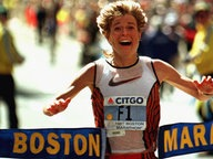 "Uta Pippig läuft beim ""Boston marathon"" in das Ziel (1996) © picture-alliance / dpa/epa Foto: Timothy_A._Clary"