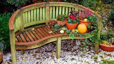 Gartenmöbel aus Holz reinigen und pflegen   NDR.de - Ratgeber - Garten