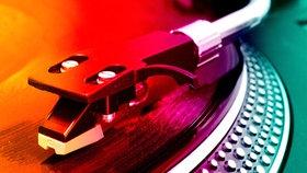 Detailaufnahme - Tonabnehmer eines Plattenspielers © sunfleps - Fotolia.com