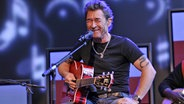 Peter Maffay bei einem Unplugged-Konzert. © dpa pictura alliance Foto: Jazz Archiv/Rainer Merkel