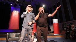 Wolfgang Niedecken mit Peter Urban auf der Bühne des Rolf-Liebermann-Studios © NDR 2 Foto: Mirko Hannemann