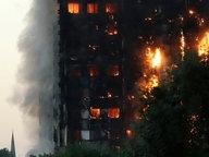 Brennendes Hochhaus im Zentrum von London am 14. Juni 2017 © dpa Fotograf: Matt Dunham/AP