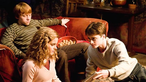 """Filmszene aus """"Harry Potter und der Halbblutprinz"""" (2009) © © 2009 Warner Bros. Ent. Harry Potter Publishing Rights © J.K.R. Harry Potter characters, names and related indicia are trademarks of and © Warner Bros. Ent. All Rights Reserved."""