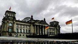 Das Reichstagsgebäude in Berlin im Regen am 20. November 2017 © dpa Fotograf: Michael Kappeler