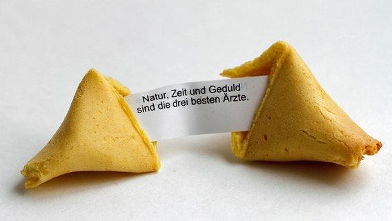 Sinnspruch aus einem Glückskeks © picture-alliance / Lars Halbauer