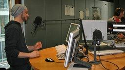 Roman Lob im Studio von NDR 2 © NDR 2 Foto: Stephan Schaar