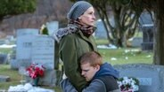 "Szene aus dem Kinofilm ""Ben Is Back"" mit Julia Robert und Lucas Hedges. © Tobis Film Foto: Mark Schafer"