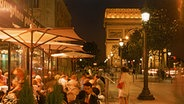 Straßenrestaurants auf der Avenue des Champs-Elysees in Paris © Picture Alliance Foto: Chad Ehlers