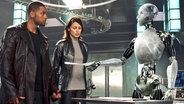 "Filmszene aus ""I, Robot"", dem Science Fiction FIlm mit Will Smith (v.l.) Bridget Moynahan, und dem Android Sonny (NS-5) © 2004 20th Century Fox Photo Credit: Digital Domain"