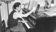 Leonard Bernstein im Jahr 1945 © picture alliance / AP Photo