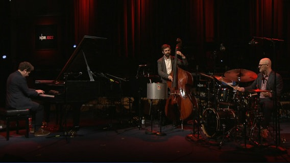 "Screenshot: Kevin Hays ""New Day Trio"" © NDR"