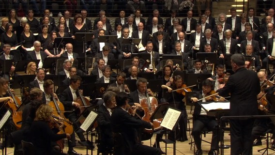 Screenshot: Alan Gilbert dirigiert Verdis Requiem © NDR