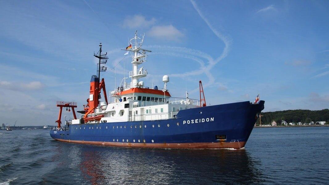 Taufe: Aus Forschungsschiff wird Flüchtlingsschiff