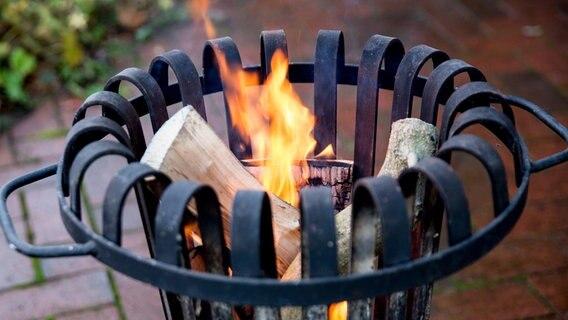 Feuerkörbe und Feuerschalen: Sicherheit geht vor | NDR.de - Ratgeber ...