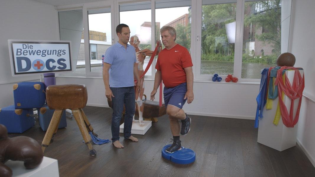 wie man durch muskeltraining knieschmerzen reduziert ndr. Black Bedroom Furniture Sets. Home Design Ideas