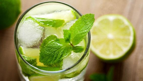 Kalorienbombe Alkohol | NDR de - Ratgeber - Gesundheit