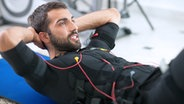 Ein junger Mann beim EMS-Training. © V&P Photo Studio/fotolia Foto: V&P Photo Studio