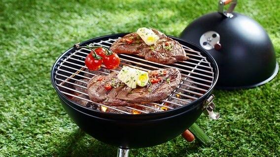 Steaks auf einem Grill ©  Fotolia.com Fotograf: stockcreations