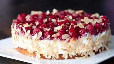 Rezept Kase Sahne Torte Mit Himbeeren Ndr De Ratgeber Kochen