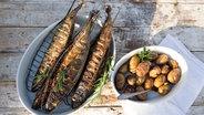 Fisch grillen mit Korb, Wrap und Räucherbrett