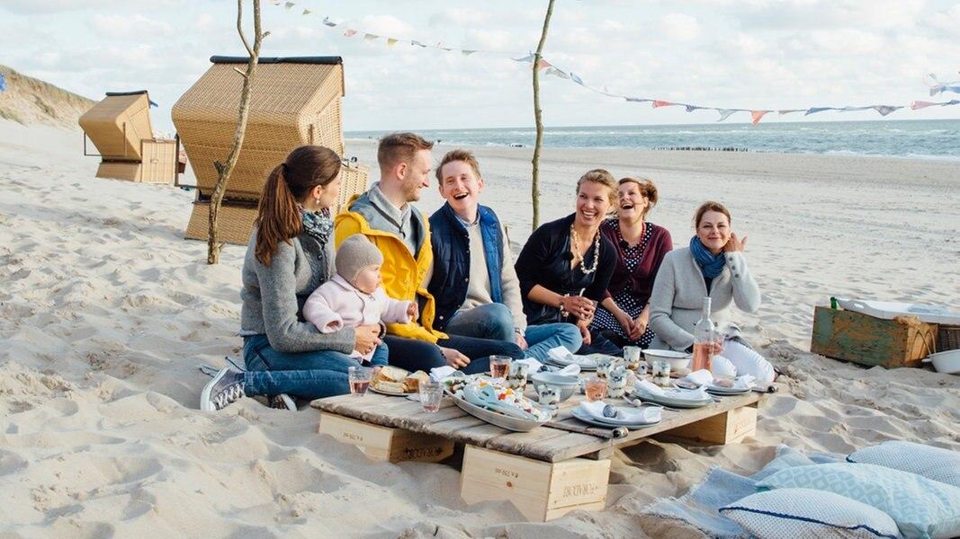 Sommerküche: Theresa grillt mit Freunden | NDR.de - Ratgeber ...