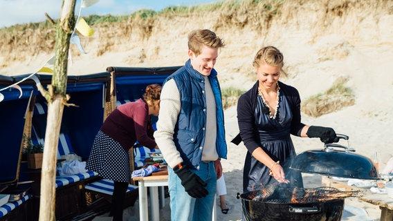 Sommerküche Zum Vorbereiten : Sommerküche theresa grillt mit freunden ndr ratgeber