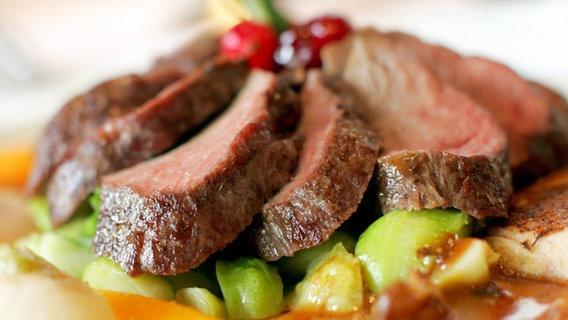 Wildfleisch Kaufen Und Zubereiten Ndrde Ratgeber Kochen