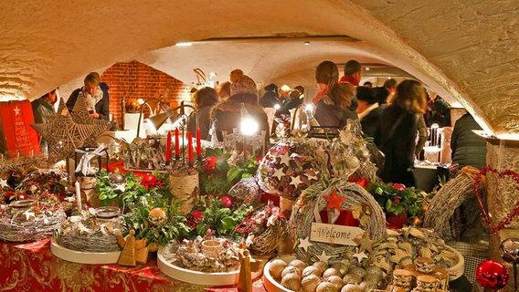 Stände Weihnachtsmarkt.Weihnachtsmarkt Am Hamburger Michel Ndr De Ratgeber Reise