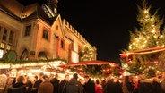 Göttinger Weihnachtsmarkt vor dem Altstadtrathaus © Göttingen Tourismus