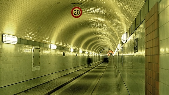 Der alte Elbtunnel an den Landungsbrücken in Hamburg © picture-alliance