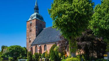 Kirche St. Nikolai in Burg auf Fehmarn © fotolia Fotograf: Jürgen Wackenhut
