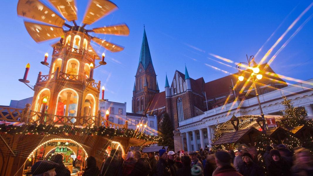 Wie Lange Hat Der Weihnachtsmarkt Auf.Weihnachtsmarkt Schwerin 2018 Ndr De Ratgeber Reise Mecklenburg