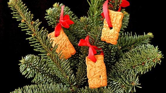 Wo Stand Der Erste Weihnachtsbaum.Die Geschichte Des Weihnachtsbaumes Ndr De Geschichte