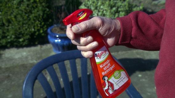 Gartenmöbel mit Hausmitteln reinigen | NDR.de - Ratgeber ...