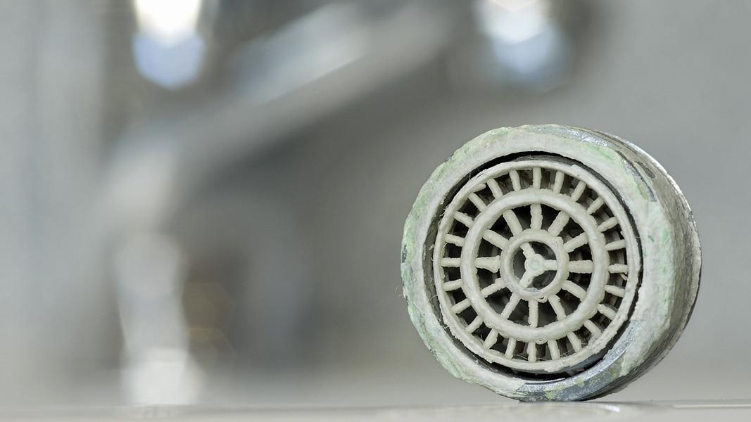 Was hilft gegen Kalk in Küche und Bad?   NDR.de - Ratgeber ...