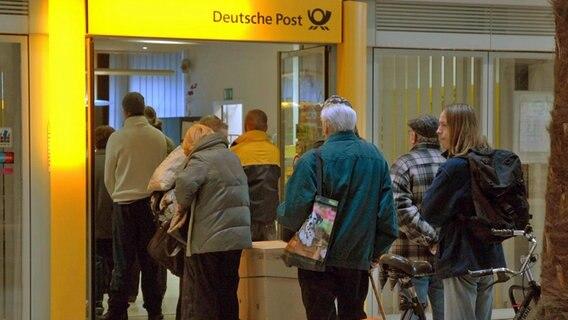 Briefe Nach Komma Groß : Nach poststreik briefe bleiben auf der strecke ndr