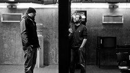 """Der Rapper Sido und Schauspieler Oliver Korittke beim Videodreh für """"Hol doch die Polizei"""". © Universal Music Foto: Nady El-Tounsy"""