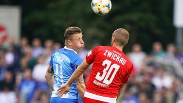 Meppens Marcus Piossek (l.) und Zwickaus Julius Reinhardt