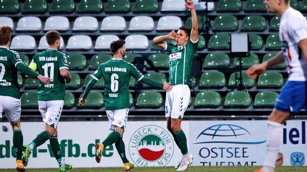 Lübeck feiert: Ex-Rostocker Benyamina beendet die Hansa-Serie - NDR.de