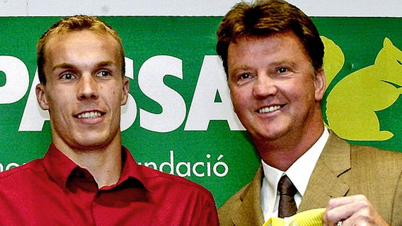 Robert Enke (l.) und Barcelonas Trainer Louis van Gaal © picture-alliance