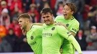 Hannovers Fußballer bejubeln einen Treffer.