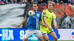Kai Bülow (Rostock, l.)  gegen Vincent Vermeij (Duisburg)