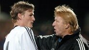 Horst Hrubesch 2004 als U-20-Trainer mit Robert Huth. © picture alliance Fotograf: picture alliance