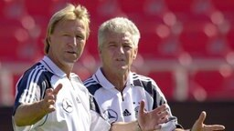 Horst Hrubesch und Erich Ribbeck: Trainergespann der Nationalmannschaft bei der EM 2000. © picture alliance Foto: picture alliance